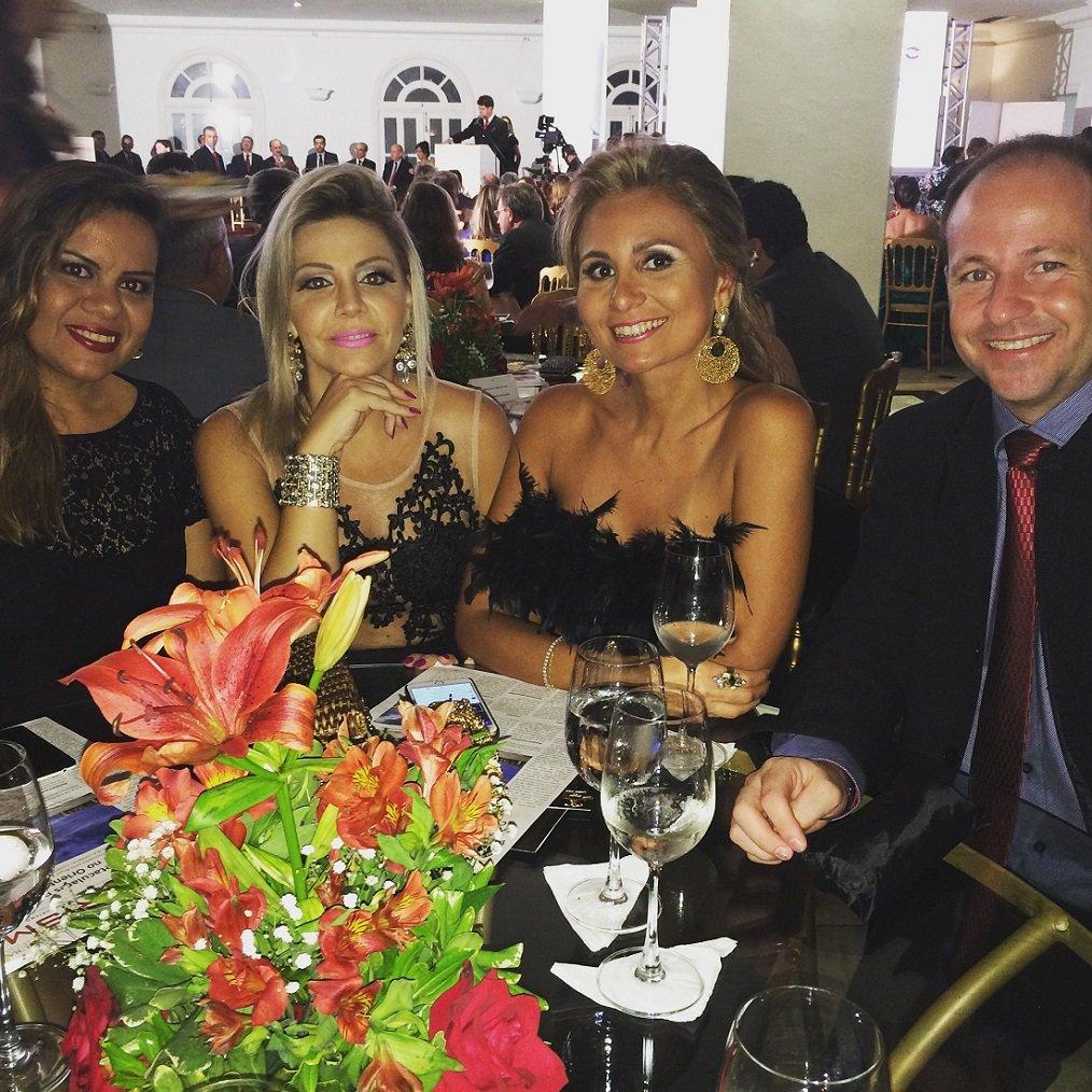 Meus amigos queridos Ângela Campelo, Luciana Couri e Decio Junior